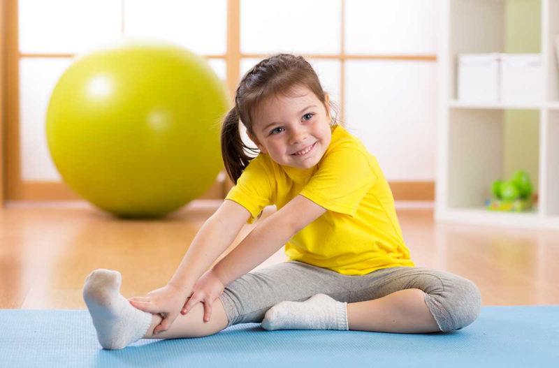 Ребенок занимается спортом