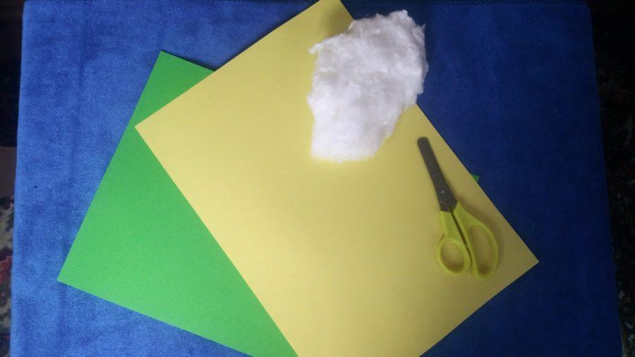 Желтая и зеленая бумага, ножницы, вата